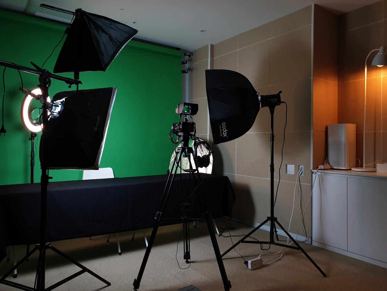 같이 있는 촬영 스튜디오입니다.